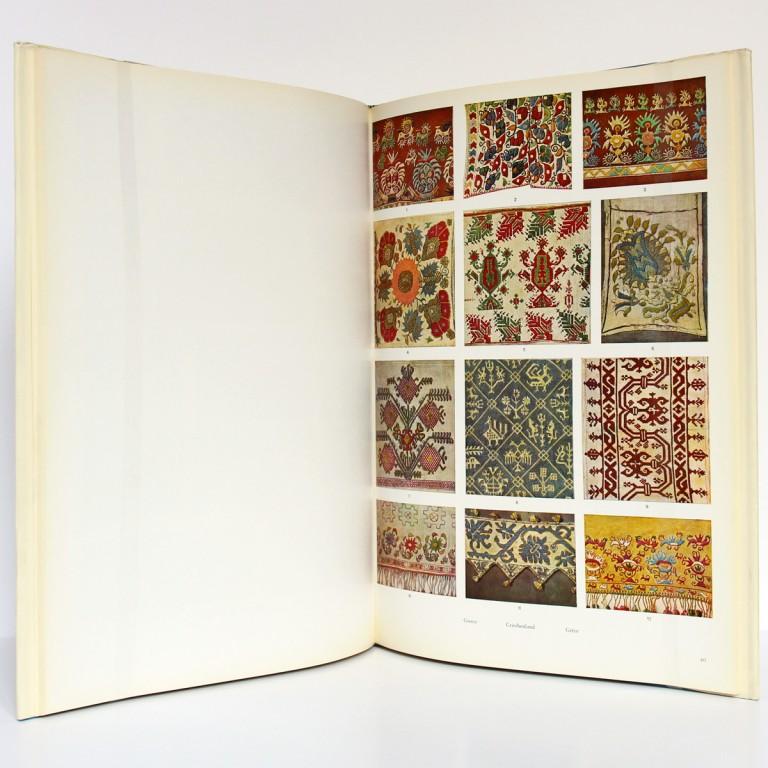 L'Art populaire en Europe Tissus Tapis Broderies, H. Th. Bossert. Éditions Albert Morancé, sans date. Pages intérieures 2.