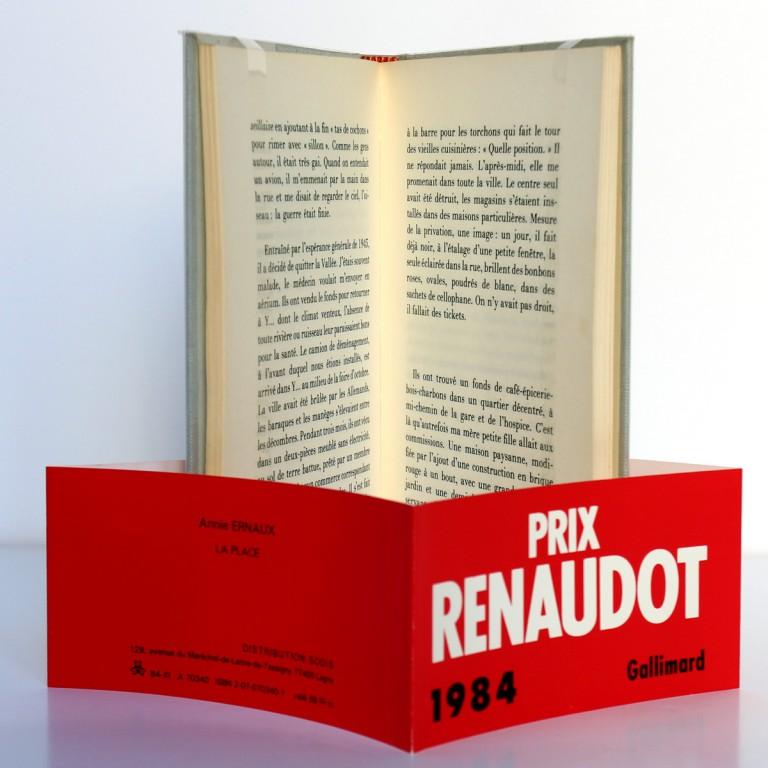 La Place, Annie Ernaux. Gallimard-nrf, 1984. Pages intérieures et bande du prix Renaudot.