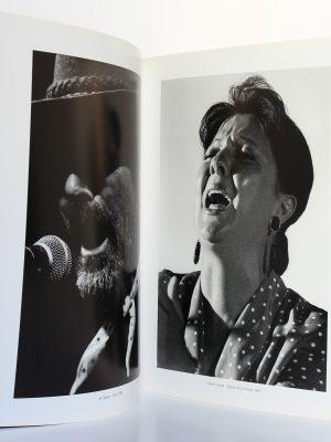 La rage et la grâce Les Flamencos, René Robert. Éditions Alternatives, 2001. Pages intérieures.
