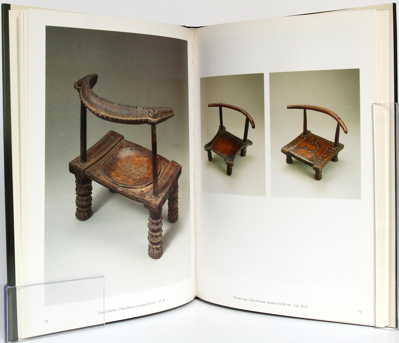 Sièges africains, sous la direction de Sandro BOCOLA. Réunion des Musées Nationaux, 1994. Pages intérieures 1.