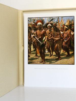 Mélanésie Portraits de la Terre et des Hommes. Terre bleue, 1998. Photographie.