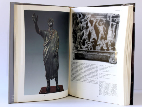 Les Étrusques et l'Europe. Grand Palais, Paris 1992 - Altes Museum, Berlin 1993. Pages intérieures.
