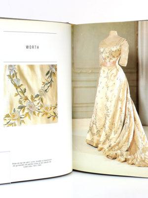 Histoire de la mode au XXe siècle, Yvonne DESLANDRES, Florence MÜLLER. Éditions Somogy, 1986. Pages intérieures 1.