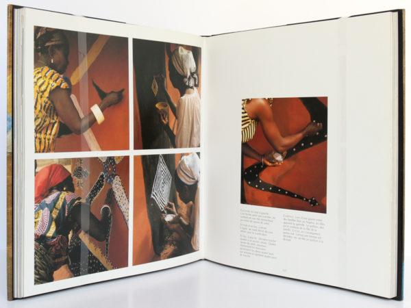 Tableaux d'Afrique L'art mural des femmes de l'Ouest, Margaret COURTNEY-CLARKE. Arthaud, 1990. Pages intérieures.