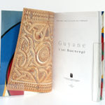 Guyane L'Art Businengé, par Patrice DOAT, Daniel SCHNEEGANS, Guy SCHNEEGANS. Craterre Éditions, 1999. Page titre.