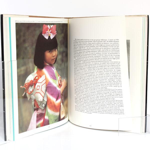 Kimono Art traditionnel du Japon, par Sylvie et Dominique BUISSON. Edita/La Bibliothèque des Arts, 1983. Pages intérieures 2.