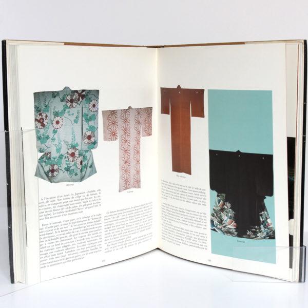 Kimono Art traditionnel du Japon, par Sylvie et Dominique BUISSON. Edita/La Bibliothèque des Arts, 1983. Pages intérieures 3.