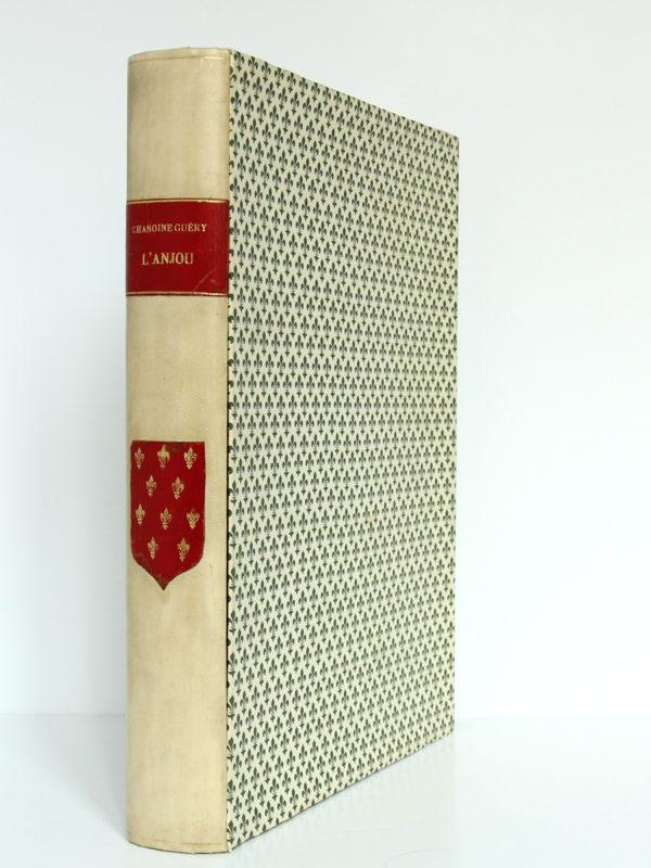 L'Anjou à travers les âges, Chanoine A. Guéry. H. Siraudeau & Cie, 1947. Livre et chemise dans leur étui 1.
