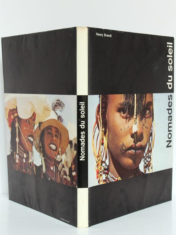 Nomades du Soleil, Henry Brandt. La Guilde du Livre, 1956. Couverture : dos et plats.