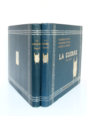 La Guerre. Documents de la section photographique de l'armée. 2 volumes. 1916. Reliures : dos et plats.