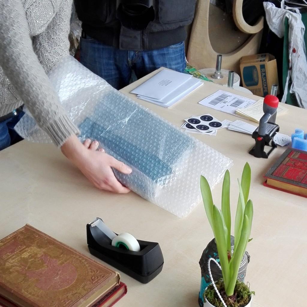 Deuxième protection : emballage dans du film bulles.
