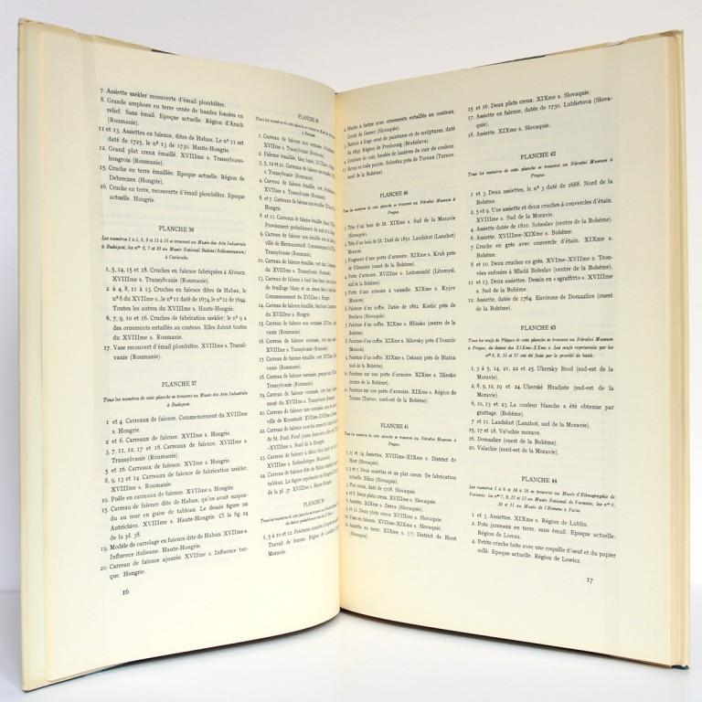 L'Art populaire en Europe Céramique Bois Métal, H. Th. Bossert. Éditions Albert Morancé, sans date. Pages intérieures 1.