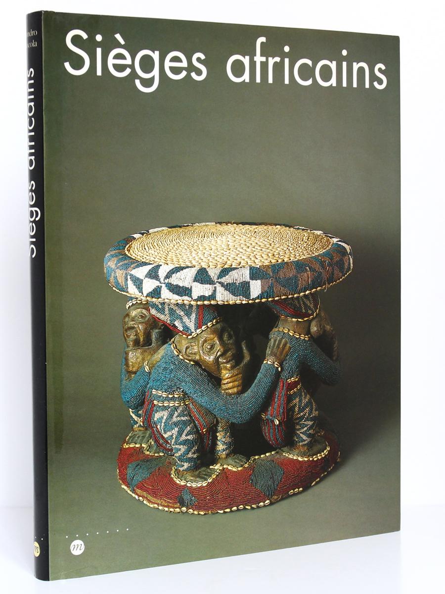 Sièges africains, sous la direction de Sandro BOCOLA. Réunion des Musées Nationaux, 1994. Couverture.