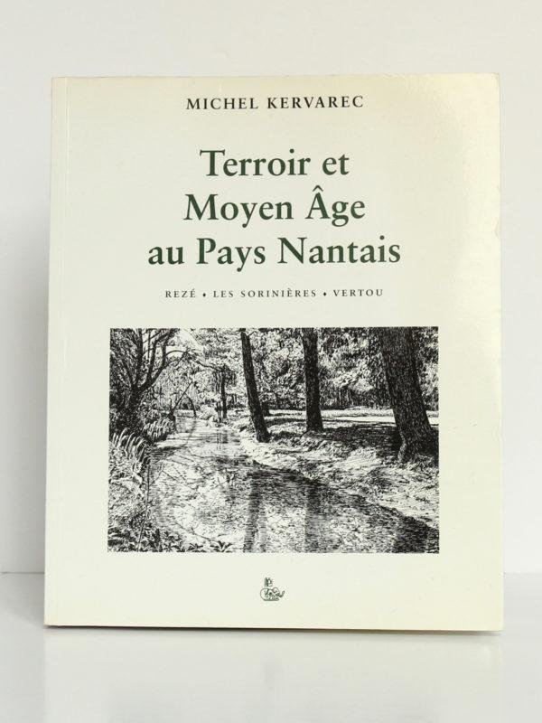 Terroir et Moyen Âge au Pays nantais, Michel Kervarec. Éditions du Petit Véhicule, 1999. Couverture.