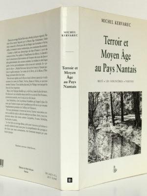 Terroir et Moyen Âge au Pays nantais, Michel Kervarec. Éditions du Petit Véhicule, 1999. Couverture : dos et plats.
