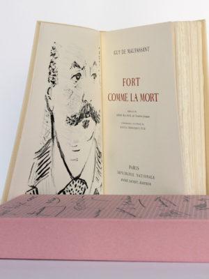 Fort comme la mort, Guy de Maupassant. Imprimerie Nationale, André Sauret éditeur, 1958. Frontispice, page titre et étui.