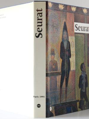 Seurat, catalogue de l'exposition présentée au Grand Palais, à Paris, du 9 avril au 12 août 1991. Jaquette : dos et plats.