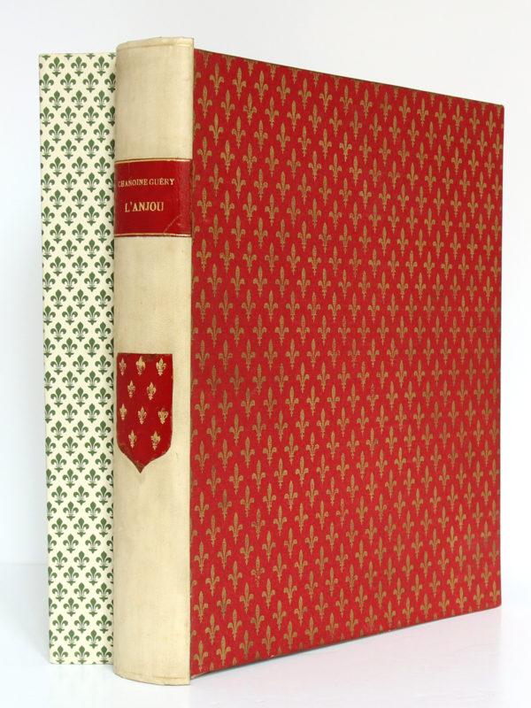 L'Anjou à travers les âges, Chanoine A. Guéry. H. Siraudeau & Cie, 1947. Chemise sur l'étui.
