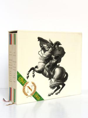 Almanach de la Révolution française et du Premier Empire, Jean Massin. Encyclopaedia Universalis, 1988. 2 volumes sous étui. Étui face 2.