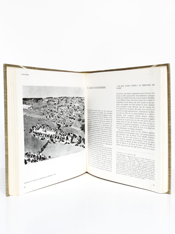 Paris antique Des origines au troisième siècle. Paul-Marie DUVAL. Hermann, 1961. Pages intérieures 1.