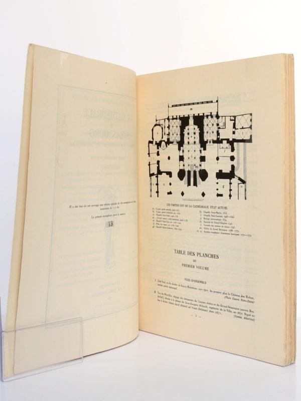 La cathédrale de Strasbourg Le monument, son histoire et son iconographie par un groupe d'historiens alsaciens. Première partie (1015-1240). A. & F. Kahn Éditeurs, 1932. Pages intérieures 1.
