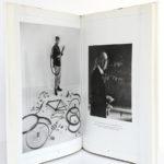 Un certain Robert Doisneau. Société Nouvelle des Éditions du Chêne, 1986. Pages intérieures.