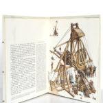 Le costume, l'armure et les armes au temps de la chevalerie, Liliane et Fred Funcken. Casterman, 1977. Pages intérieures.