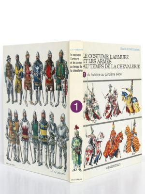 Le costume, l'armure et les armes au temps de la chevalerie, Liliane et Fred Funcken. Casterman, 1977. Reliure : dos et plats.