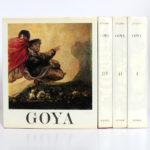 Goya Biographie, Analyse critique, Catalogue des peintures, par José GUDIOL. Couverture volume IV et dos des volumes I, II et III.