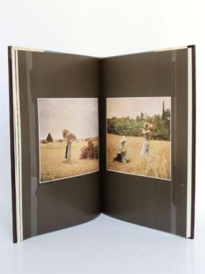Les frères Lumière et les premières photographies en couleurs. André Barret Éditeur, 1989. Pages intérieures.