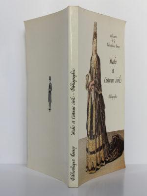 Mode et costume civil: bibliographie, Gérard Letexier. Bibliothèque Forney, 1992. Couverture : dos et plats.